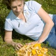 Woman collected mushrooms — Stock Photo