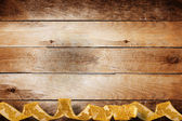Vintage trä bakgrund med virvlande guld fläta för semester — Stockfoto