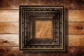 Interiér staré místnosti s bývalým pozůstatky luxusu s — Stock fotografie