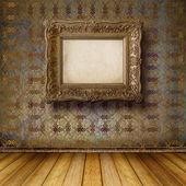 Interiér staré místnosti s bývalým pozůstatky luxus — Stock fotografie