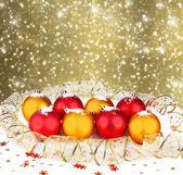 圣诞球与抽象波光粼粼背上贺卡 — 图库照片