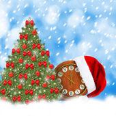 Weihnachtsmann mütze, uhr und weihnachtsbaum. verschneiten weihnachtsnacht — Stockfoto