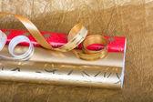 流光礼品与多彩多姿的包装纸卷 — 图库照片