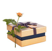 Beautiful gift box in gold paper with bow and rose — Stock Photo
