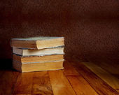 Pile of old books on a beautiful wooden table — Stock fotografie