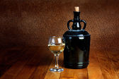 Dusty old bottle and glass of white wine — 图库照片