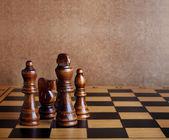 Tablero de ajedrez de madera con figuras — Foto de Stock