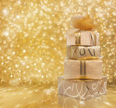 Beautiful gift boxes in gold paper — Stockfoto