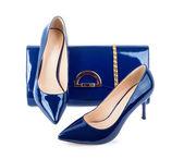 Hermosos zapatos azules con embragues en fondo blanco aislado — Foto de Stock