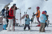 Skiers at mountain top — Stock Photo