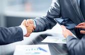 бизнес рукопожатие. — Стоковое фото