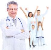 Uśmiechający się lekarza. na białym tle nad białym — Zdjęcie stockowe