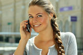 Young woman talking on mobile phone — Stock Photo