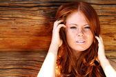 Retrato de la hermosa chica pelirroja — Foto de Stock