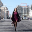 Walking woman in autumn Moscow street — Stock Photo