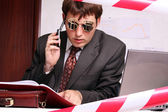 Mobil telefonda konuşurken iş adamı — Stok fotoğraf