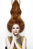 Portrait of girl mit schönen roten haaren — Stockfoto