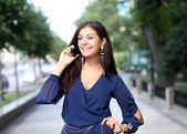 Happy woman talking on cell phone — Foto Stock