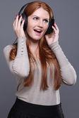 женщина, слушать музыку — Стоковое фото