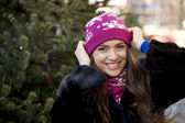 Happy young woman on a background of a winter city — Foto de Stock
