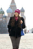 Young woman walking on the Red Square in Moscow — Stock Photo