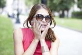 Joven atractiva en gafas de sol — Foto de Stock