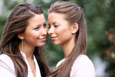 Two sisters young women  — Stockfoto