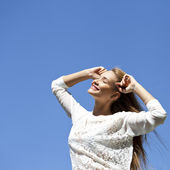 Upwards view of young woman enjoying life  — ストック写真