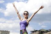 Ung kvinna njuter av livet — Stockfoto