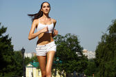 Young woman running in summer park — 图库照片