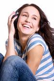 Mujer joven feliz escuchando música — Foto de Stock