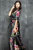 Привлекательная модель довольно кавказской женщины — Стоковое фото