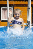 Little happy girl in swimming pool — Stockfoto