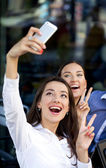 Selfie Two happy girlfriends — Stockfoto