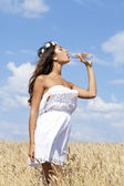 Young beautiful girl quenches thirst — Stock Photo