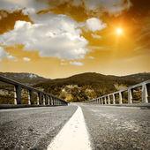 沥青混凝土路面与天空 — 图库照片