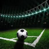 Fotbollsplan med starkt ljus — Stockfoto