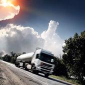 Lastbil på vägen — Stockfoto