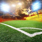 Футбольный стадион с яркими огнями — Стоковое фото