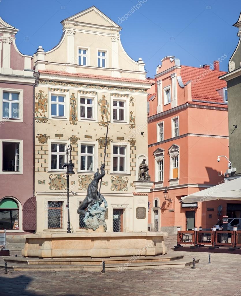 fontaine de mars et l 39 ancien h tel de ville de poznan pologne photo 29182481. Black Bedroom Furniture Sets. Home Design Ideas