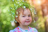 A little girl with a wreath in spring forest — Stock Photo