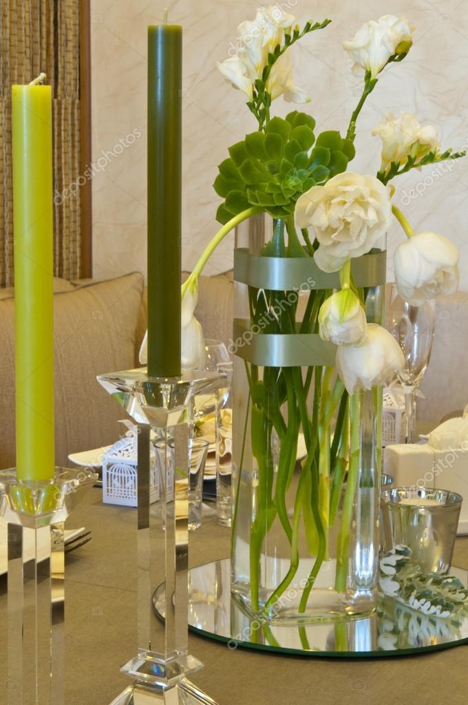 Blumen Und Kerzen Dekoration F R Eine Hochzeit Stockfoto