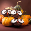 Owl cookies with pumpkins — Stock Photo #13781172