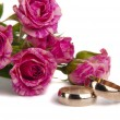 Wedding rings with rose  — ストック写真