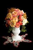 Bouquet automne avec apple dans un vase — Photo