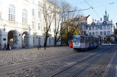 LVIV, UKRAINE, NOVEMBER 3, 2012: Tram in old town, on November 3, 2012, in Lviv, Ukraine — Stock Photo