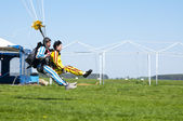 BORODIANKA, KIEV- MAY 2, 2012: skydiving tandem lands on the grass from an airplane L-410, on May 2, 2012, Borodianka, Ukraine — Stock Photo
