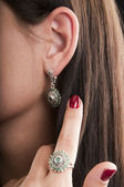 Silver ring and earrings with emerald — Stock Photo