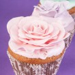 Three cupcakes with rose  — Stock Photo