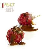 Kırmızı ahududu ve çikolata — Stok fotoğraf